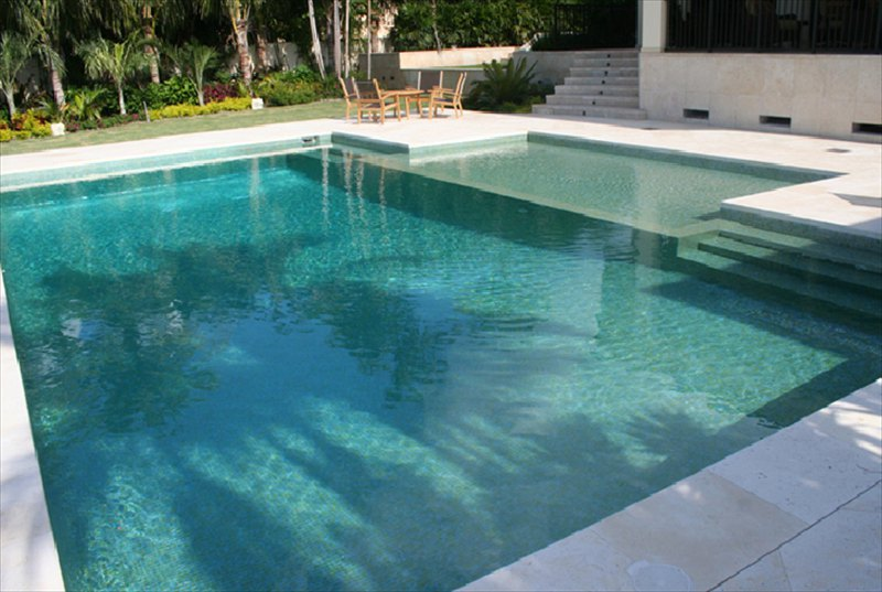 Carrelage piscine gris beautiful excellent piscine - Piscine liner ou carrelage ...